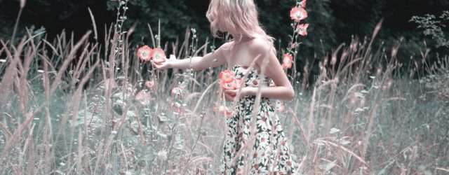Sukienki w duże kwiaty najmodniejszy wzór na wiosnę-lato 2018